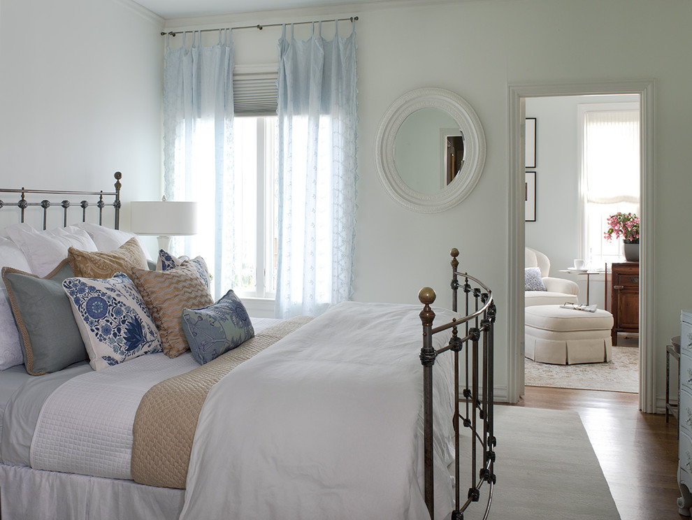 https://www.houzz.com/photos/bay-street-traditional-bedroom-san-francisco-phvw-vp~662027