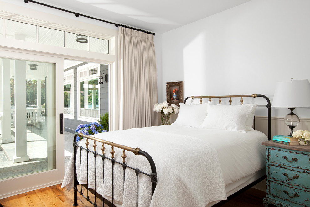 https://www.houzz.com/photos/waterfront-estate-traditional-bedroom-vancouver-phvw-vp~2030442