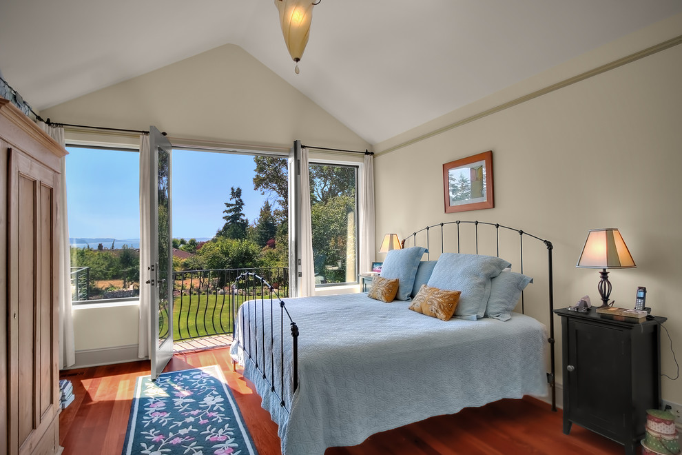https://www.houzz.com/photos/shoreline-chateau-traditional-bedroom-seattle-phvw-vp~334394