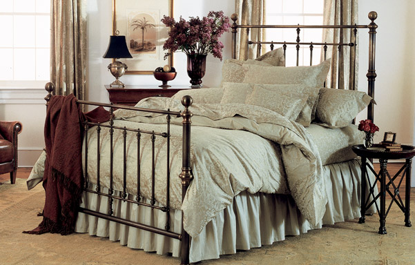 Hyde Park queen bed antique brass