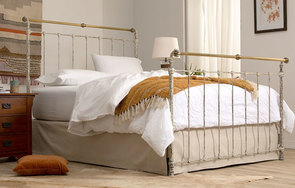 Iron & Brass queen high-foot bed in Vintage White with Antique Brass
