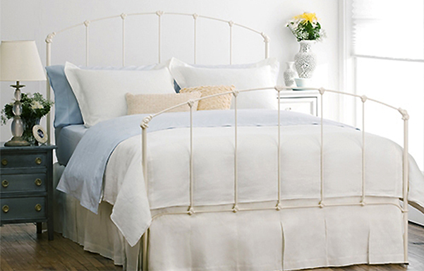 Rutherford high-foot queen bed in Antique White