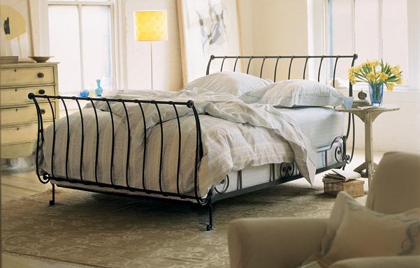 Paris queen high-foot bed in Antique Black