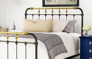 Boston Queen bed detail