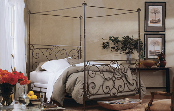 Florentine canopy bed – high footboard