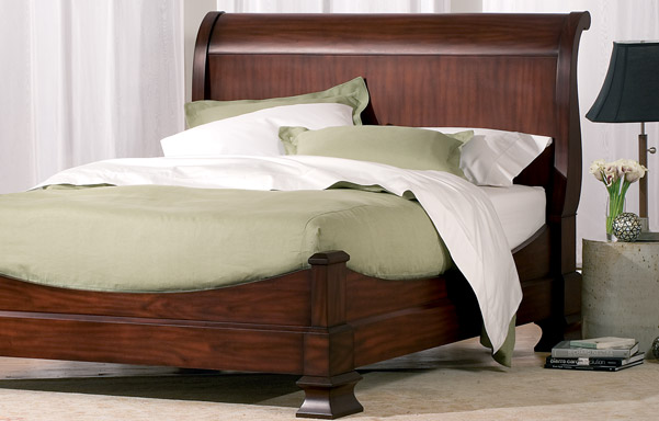 Hamilton sleigh bed – room view