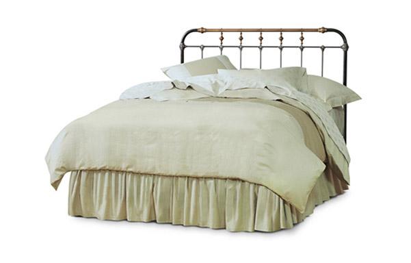 Boston queen open foot bed