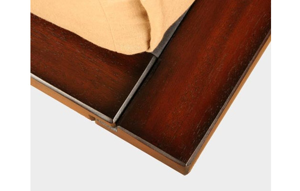 Solide platform bed – tiger mahogany finish detail