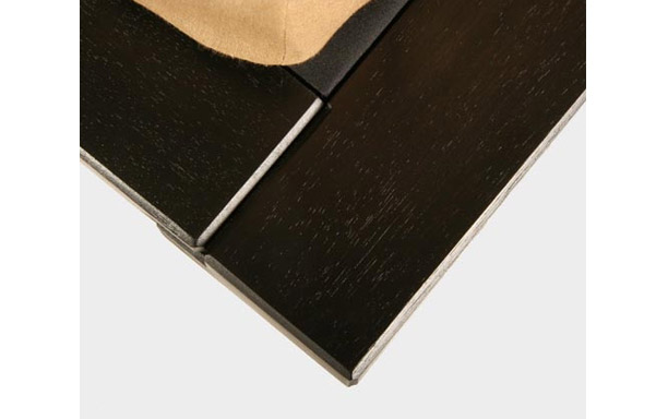 Solide platform bed – espresso finish detail