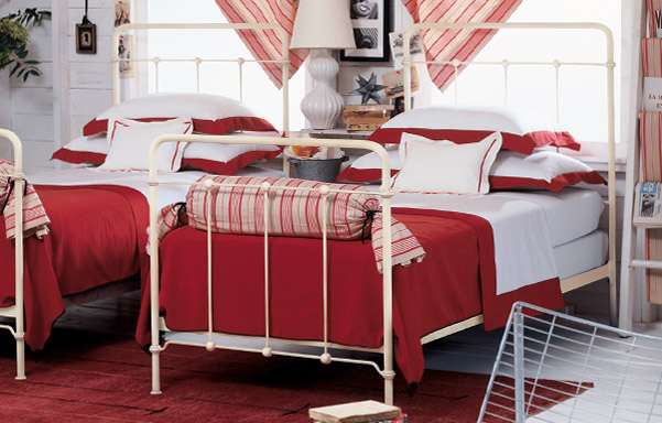 Cottage twin bed antique white details
