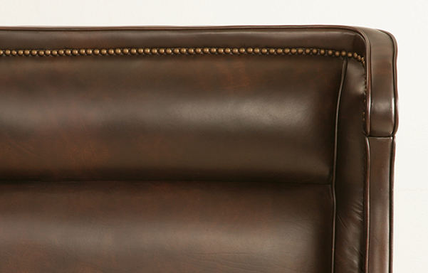 Wing bed vintage chestnut leather detail