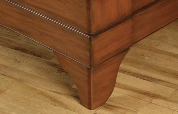 Stratford sleigh bed footboard detail