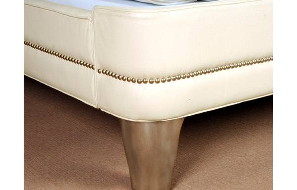 Wing white leather footboard details