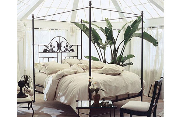 Harvest Moon canopy bed contemporary room setting