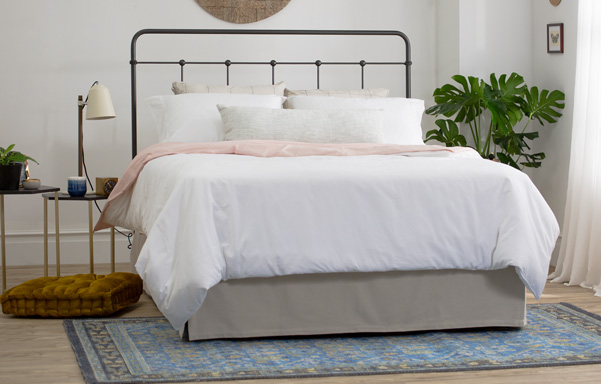 Cottage queen open-foot bed in Wrought Iron